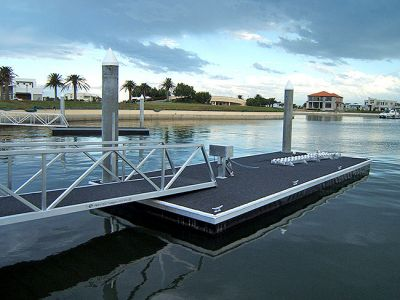 Pontoon with Dryberth roller system